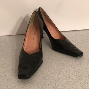 Classic black leather pumps - squared toe - 6M